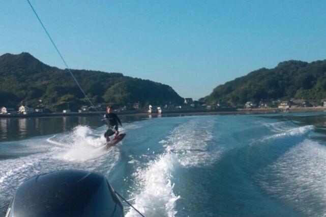 【広島・ウェイクボード】クセになる楽しさ!ウェイクボードで海の上を疾走しよう