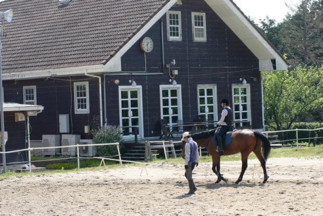 【三重・乗馬スクール】充実4回コース!ビギナーも乗馬を楽しめる!