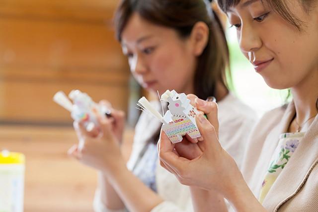 【青森県八戸市・伝統工芸体験】ラインストーンでデコレーション!八幡馬を作ろう