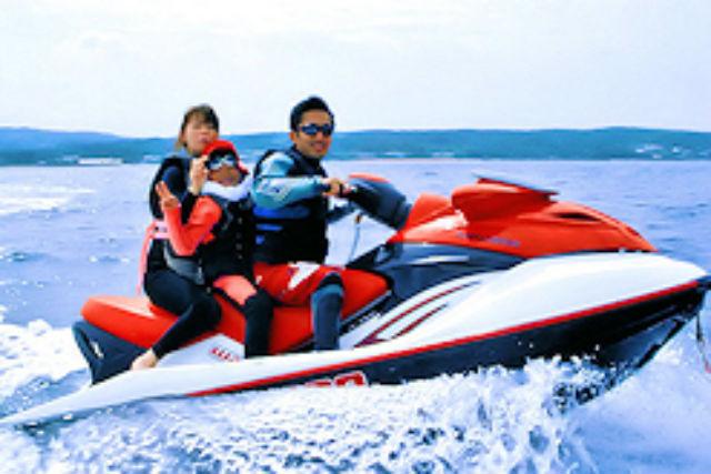 【沖縄・宜野湾市・水上バイク】青の洞窟でシュノーケリングもできる、ジェットツーリング!