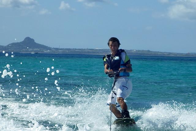 【沖縄・瀬底島・ウェイクボード】技術をさらにレベルアップ!離島でウェイクボード