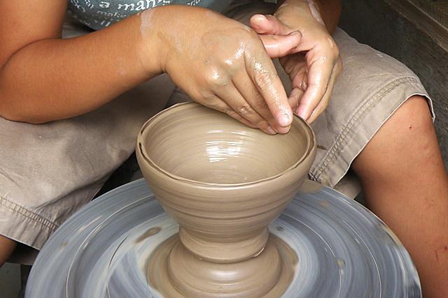 【香川県東かがわ市・陶芸体験】のどかな山間で陶芸体験。電動ろくろで職人気分!