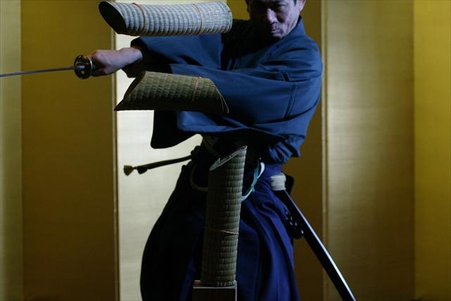 【東京都中央区・着付け体験】銀座で学ぶ和の嗜み。着物で体験できる、茶道と抜刀