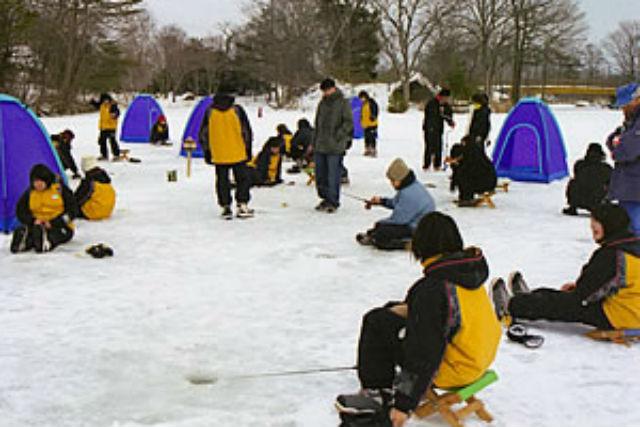 【函館・ワカサギ釣り】氷上ワカサギ釣り&絶景スノーシュー!冬のよくばりアウトドア