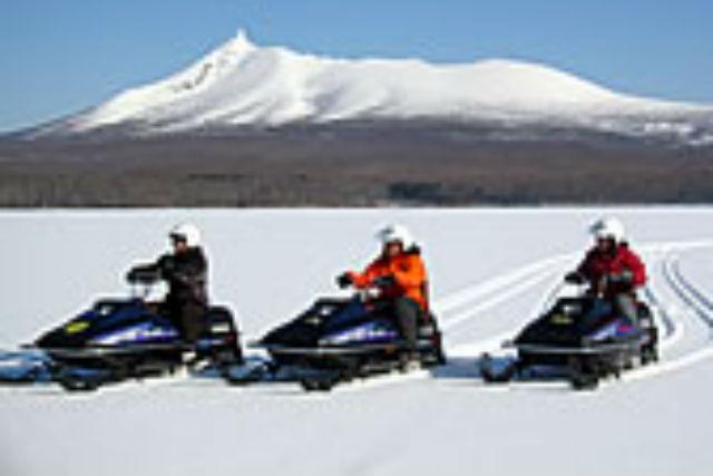 【函館・スノーモービル】初心者大歓迎!スリルあふれる大氷原ドライブ!