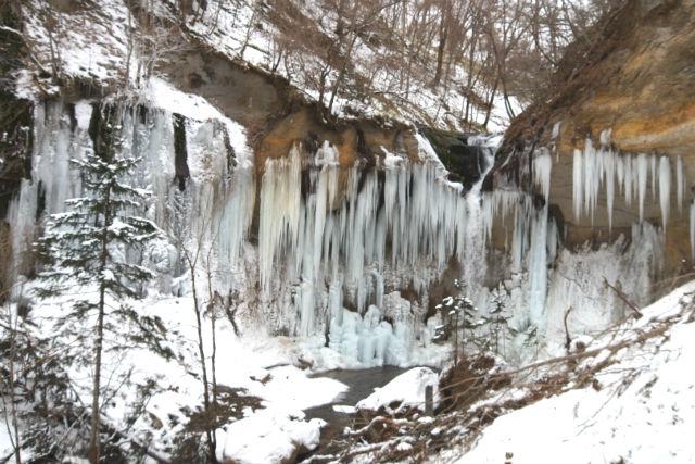 【北海道・支笏湖・スノーシュー】七条大滝へ氷の宮殿を見に行こう!(温泉半額特典付)