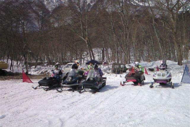 【青木湖・90分・スノーモービル】雪景色を爽快に堪能!大充実のスノーモービル90分プラン