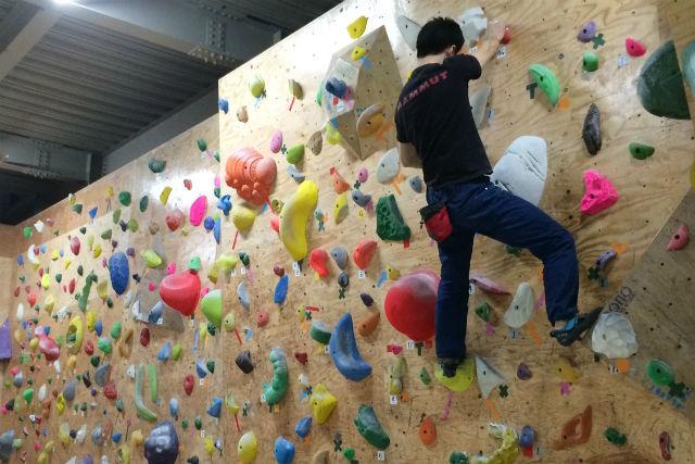 【福岡市博多区・トライアルコース】大人も子どもも登れる!気軽にボルダリングを始めよう