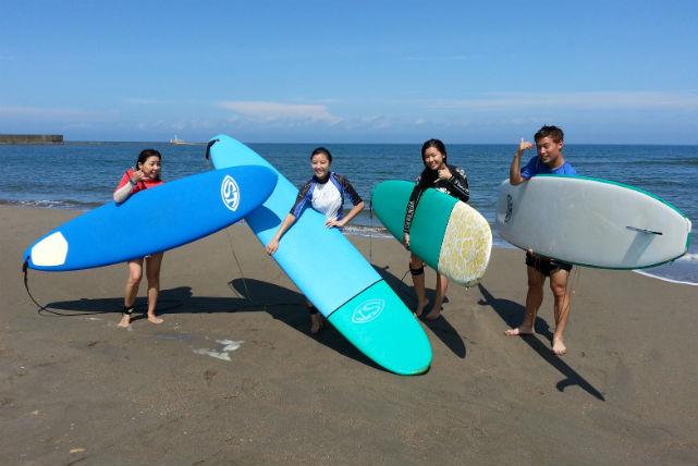 【新潟市西区・サーフィン】日常では味わえない感動を楽しめる!サーフィンスクール