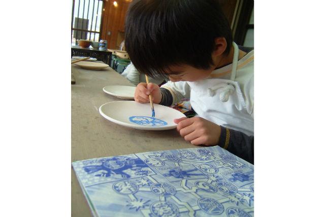 【信楽町・陶芸教室】無地の焼き物にこだわりの絵付け。メッセージも書けます!