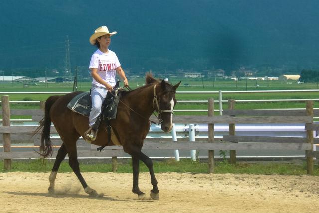 【阿蘇・乗馬体験】初めての人でも馬に乗れる!外乗30分の乗馬体験