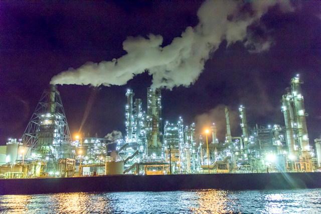 【北海道・クルージング】工場夜景もたっぷり堪能!魅惑の光と白煙の世界へご案内