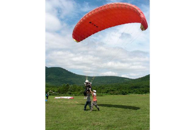 【北海道赤井川村・パラグライダー】平地で離陸体感!パラグライダーお気軽体験
