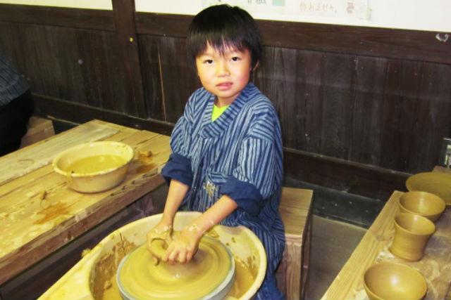 【佐賀県・有田町・陶芸体験】陶器の本場で有田焼を作ろう!貴重なろくろ体験!