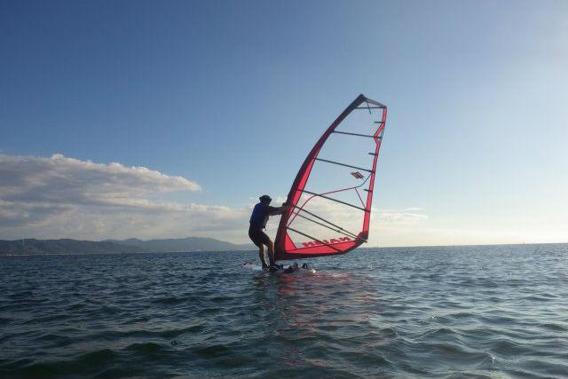 【兵庫県明石・半日・ウィンドサーフィン】しっかり基礎を学べます!瀬戸内海でウインドサーフィン体験