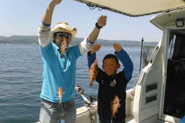 【富山・氷見・貸切・釣り体験】小魚を狙って、ご家族向けのサビキ釣り!