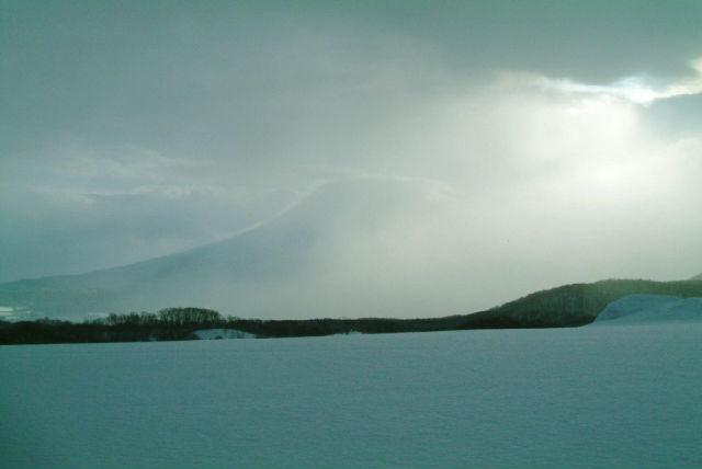 【ニセコ・貸切・60分・スノーモービル】プライベートでどうぞ!貸切・大雪原60分コース