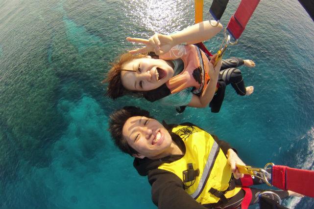 【沖縄・パラセーリング&体験ダイビング】美しい瀬底島の海と空を楽しむ欲張りプラン!