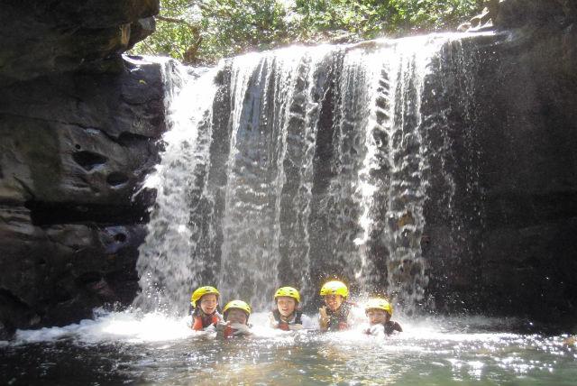【西表島・1日・カヌー】清涼感満点の水遊び!マングローブカヌー&キャニオニング