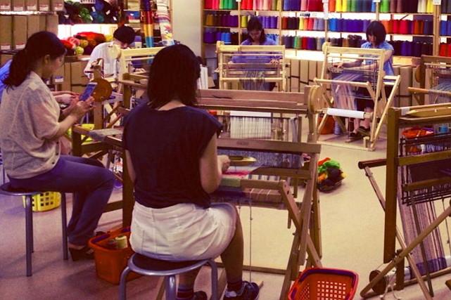 【東京都渋谷区・手織り体験】お手本のない楽しさ!自由に楽しむ手織り体験