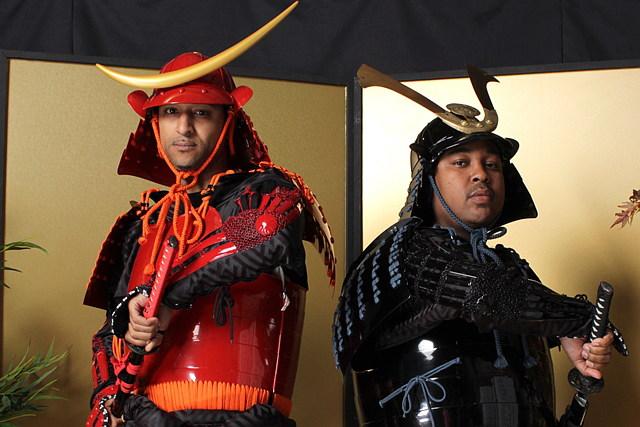 【沖縄・変身写真】時代劇の主役になりきって、甲冑サムライ姿での撮影を体験!