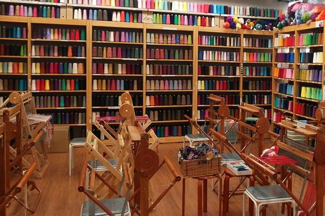 【兵庫県神戸市・手織り体験】気軽に体験。自分だけの感性で織る手織りにチャレンジ
