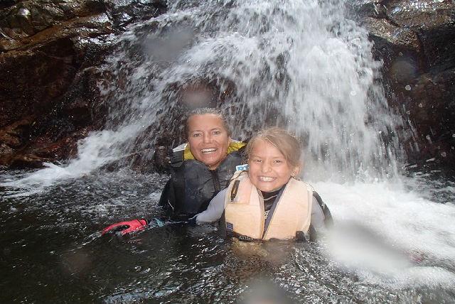 【石垣島・ガイドツアー】万全装備で楽しく遊ぼう!サワートレッキング&滝遊び