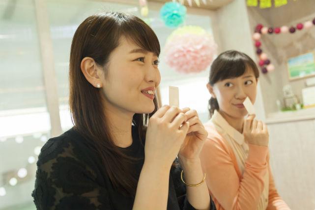 【青森県八戸市・アロマ体験】優しい香りに癒されます!8種類のカラフルバスソルトを作ろう