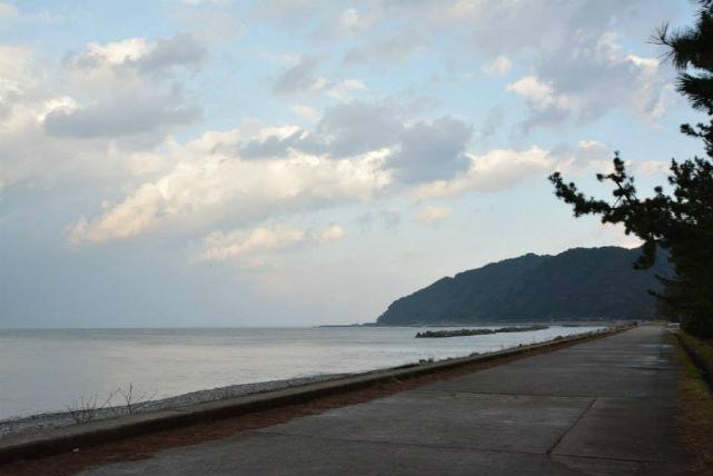 【富山・自然体験】ヒスイ海岸でわくわく宝さがし!郷土料理タラ汁も味わおう!