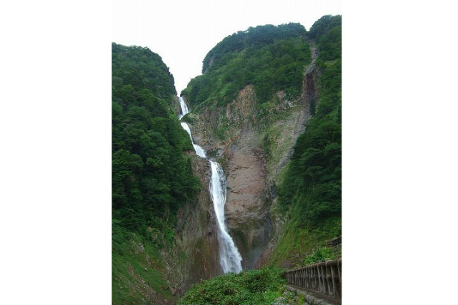 【富山・エコツアー】日本一の滝を見に行こう!立山めぐり称名滝コース