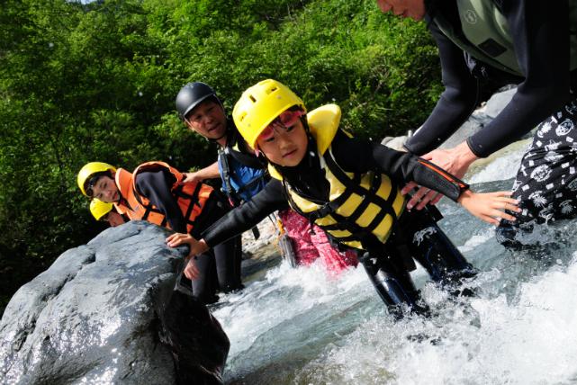 【長野県北安曇郡・シャワーウォーキング】親子で楽しもう!平川を遊びつくすシャワーウォーキングプラン。