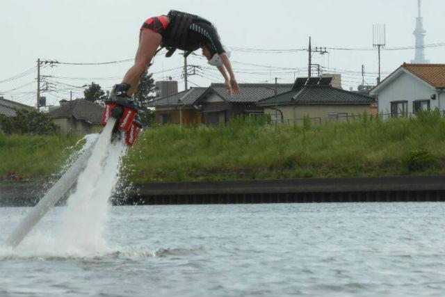 【東京都荒川・フライボード】もっと高く!都内で叶えるフライボード経験者コース