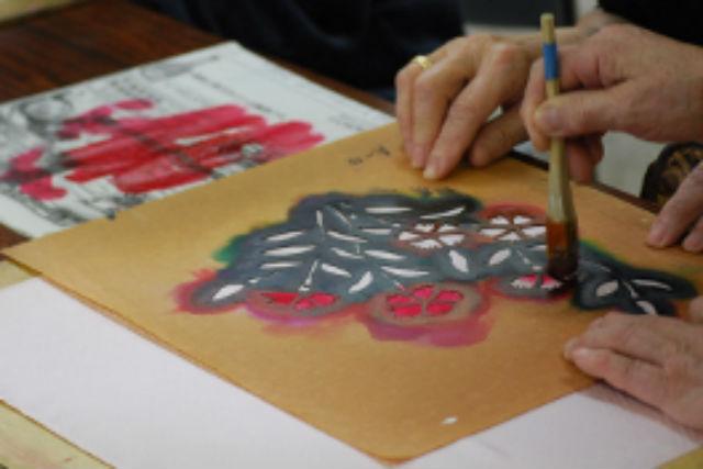 【京都府丹後市・染色体験】色付き綿ローンハンカチを伝統の手法で染めてみよう!
