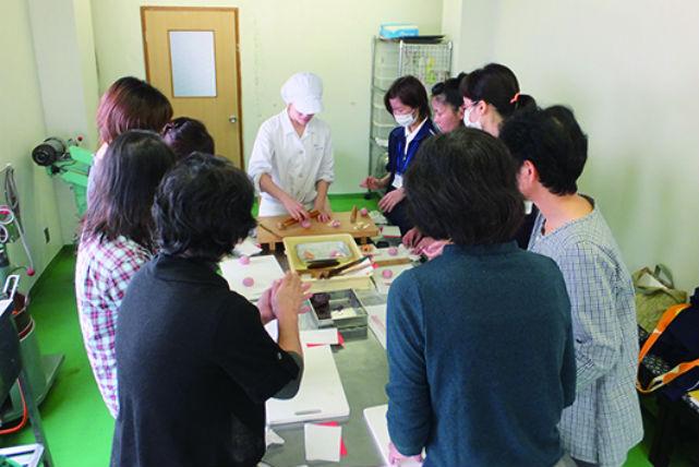 【京都府亀岡市・和菓子づくり】熟練の職人がお教えします!和菓子づくり体験