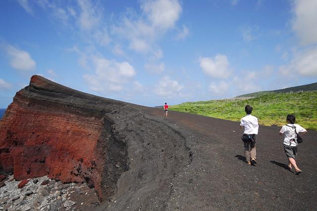 【三宅島・トレッキング】三宅島で、火山トレッキング!マハナの熟練スタッフがご案内