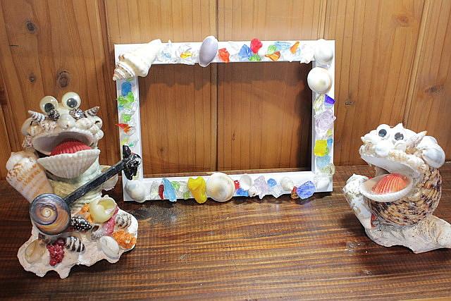 【沖縄・マリンクラフト】貝殻やさんごなど、海素材を使ってフォトフレームを作ろう