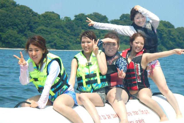 【浜名湖・バナナボート】湖上疾走!ロデオ感全開のバナナボート体験
