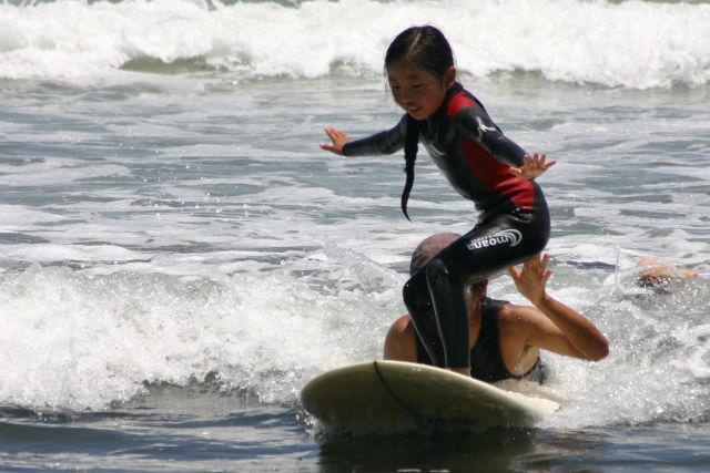 【千葉・サーフィン】初心者向けショートボードレッスンに挑戦!九十九里で波に乗ろう