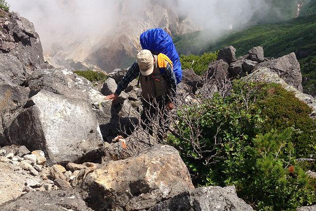 【北海道知床・ハイキング】知床硫黄山・新噴火口ハイキングプラン
