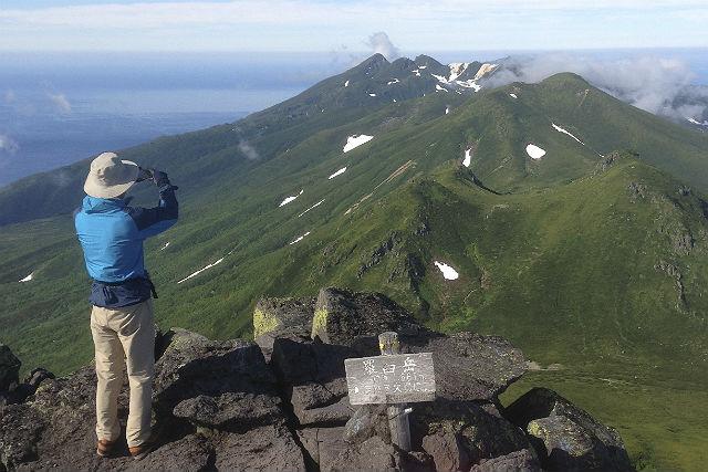 【北海道知床・トレッキング】無雪期の羅臼岳からオホーツク海を展望!岩尾別コース往復