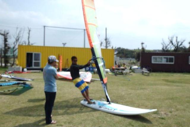 【沖縄・ウィンドサーフィン】レベルに応じて丁寧に指導!ウィンドサーフィン半日上達プラン