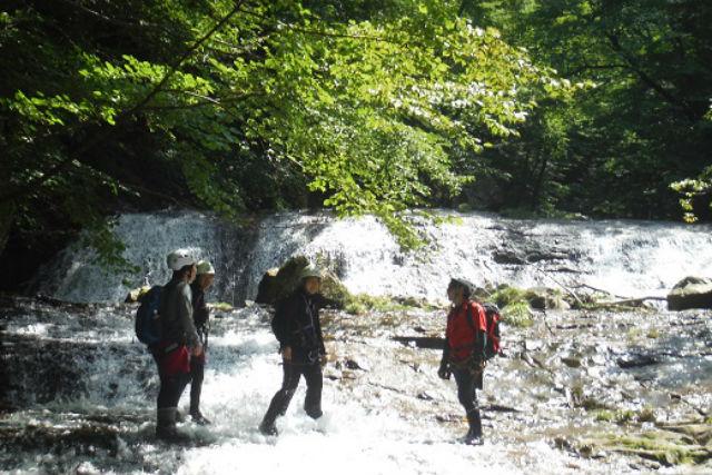 【栃木・日光・シャワークライミング】清涼感あふれる沢歩き!日光国立公園・八方ヶ原ツアー