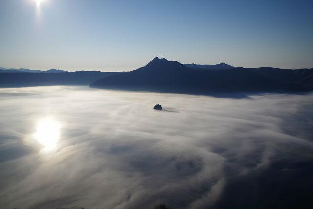 【屈斜路・摩周湖・ガイドツアー】天空の絶景!雲海を目指す摩周・屈斜路雲海ツアー