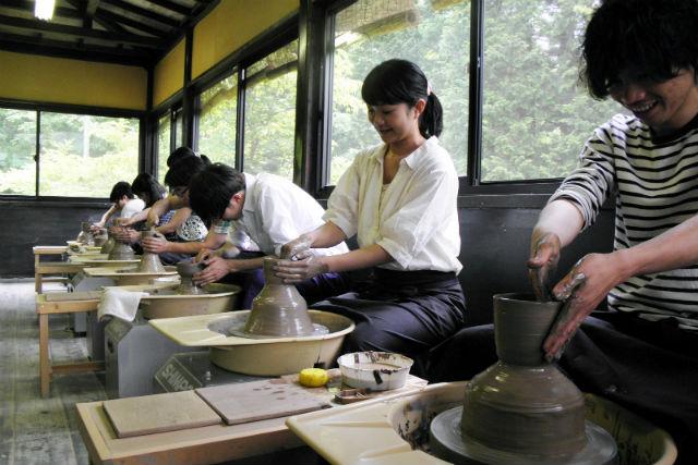 【栃木県日光市・陶芸体験】電動ろくろで作品をつくろう。大作への挑戦も可能!