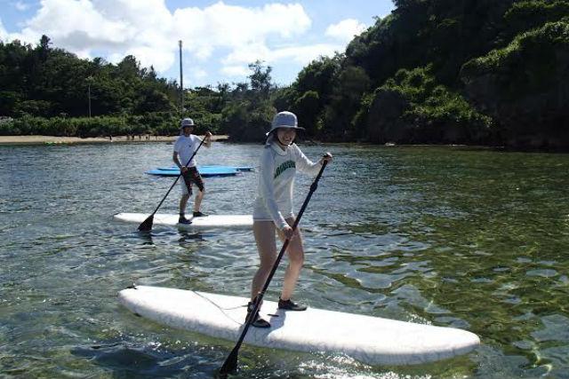【沖縄県北谷町・SUP】波乗り派、のんびり派、どちらも歓迎!SUPで自由に海と遊ぼう