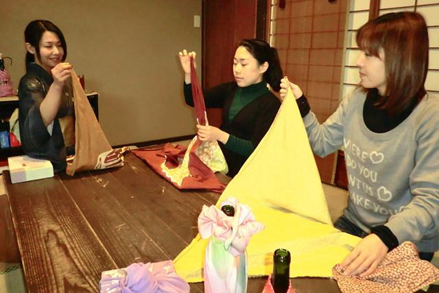 【京都・伝統文化体験】6種類の風呂敷包み方レッスン&オリジナル風呂敷作り!
