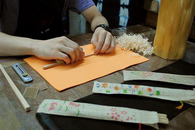 【京都・箸作り体験】じっくり半日!京銘木・北山杉のマイ箸&友禅箸袋作り