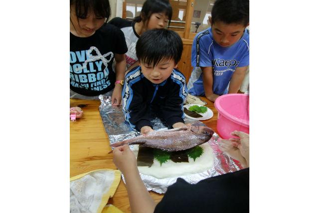 【三重・料理体験】鯛を1匹まるごといただきます!鯛の塩釜焼きをつくりましょう!