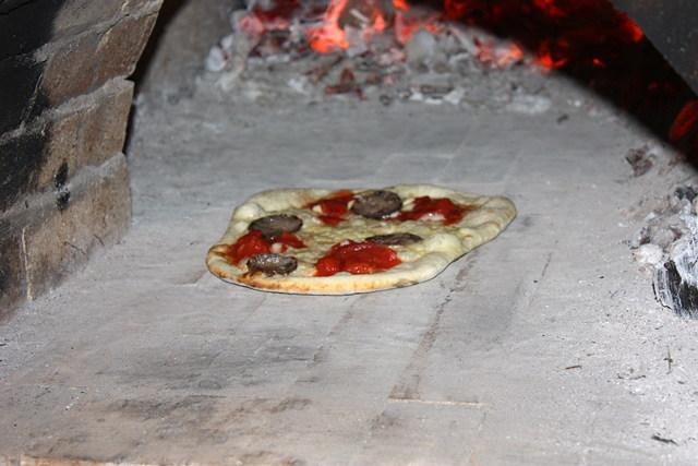【静岡県浜松・ピザ作り】旬の野菜を使ったピザ作り!あつあつのできたてをどうぞ