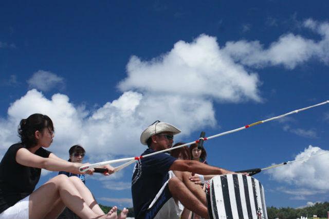 【沖縄・ウェイクボード】初心者歓迎!ウェイクボード体験でカッコいいところを見せよう!